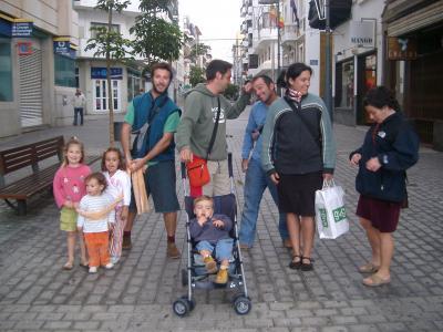 Inmigrantes en la calle Real